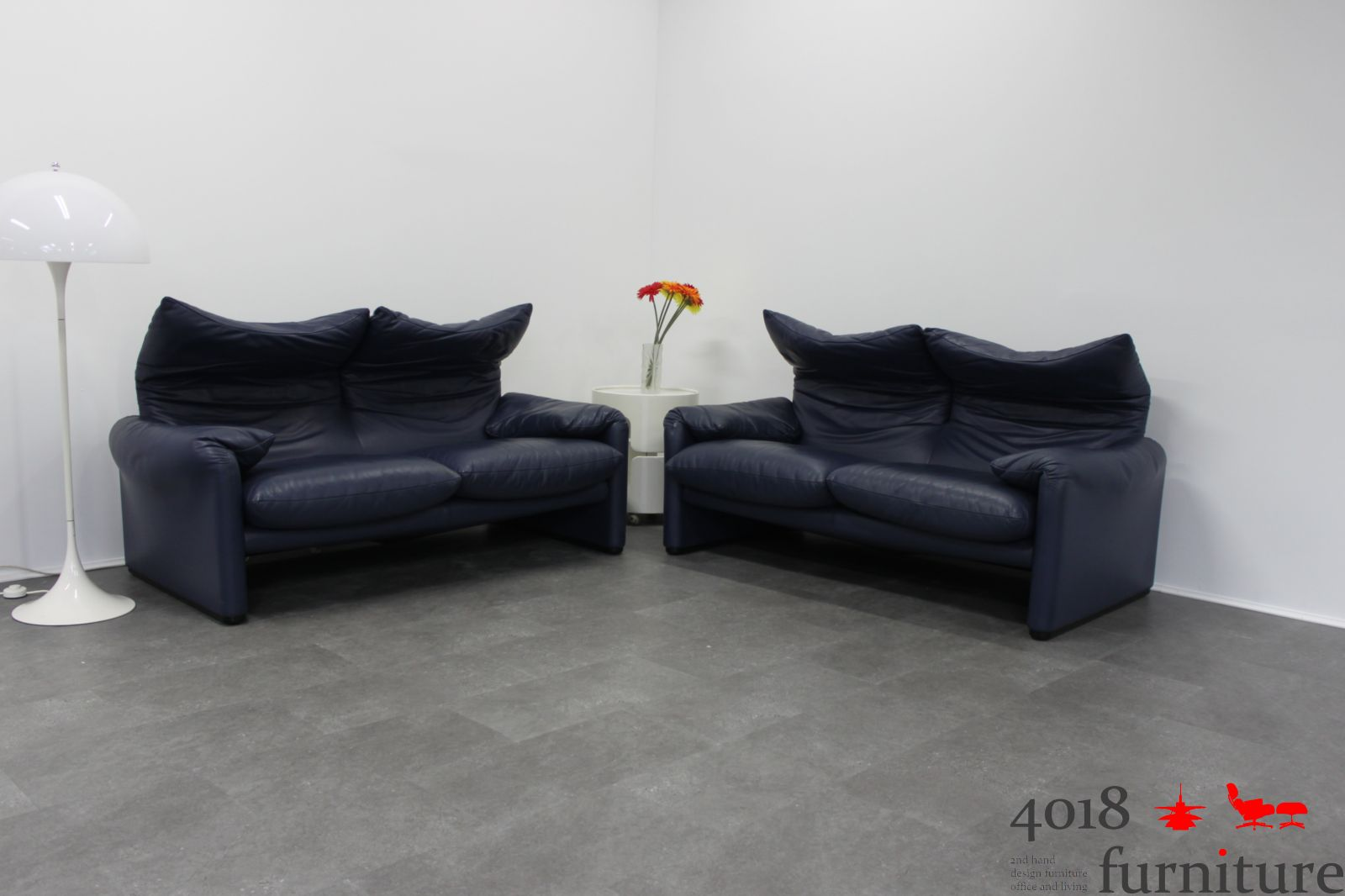2 x cassina maralunga leder sofa 2 sitzer blau lounge ebay. Black Bedroom Furniture Sets. Home Design Ideas