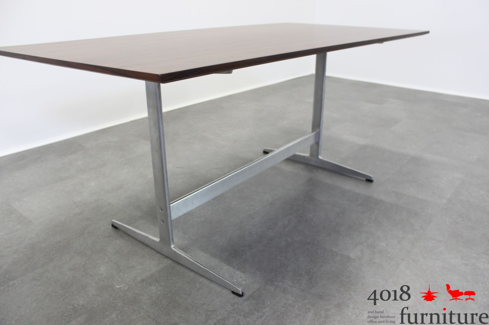 arne jacobsen shaker table fritz hansen palisander platte. Black Bedroom Furniture Sets. Home Design Ideas
